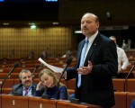 Practica separării copiilor de familiile lor - subiect de dezbateri în APCE