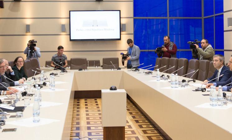 """Vizita delegaţiei Comisiei de la Veneţia, în dezbatere la """"Punctul pe Azi"""""""