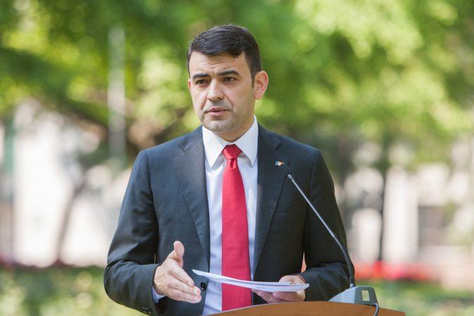 Despre anunţarea demisiei premierului la Naţional FM